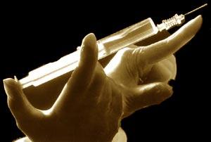 Шприц с лекарством для укола