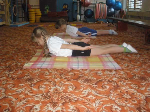 Упражнения при сколиозе у детей из положения лежа