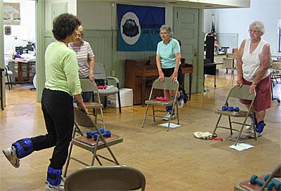 Упражнение при остеопророзе для укрепления мышц бедра