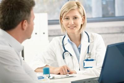 Прием у врача невролога при межреберной невралгии